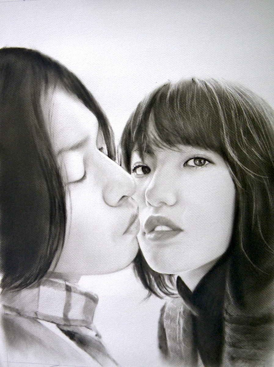 木炭肖像画(カップルのキスシーン)